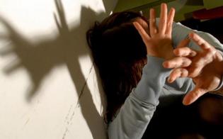 Aiutava famiglia bisognosa ma abusava della figlia disabile: arrestato impiegato comunale di Siracusa
