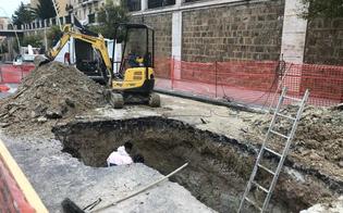 Perdita di acqua crea una voragine in via Rosso di San Secondo: Caltaqua a lavoro