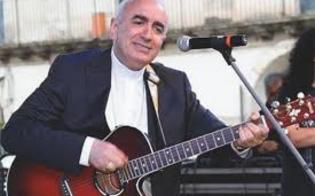 http://www.seguonews.it/il-vescovo-di-noto-con-la-passione-per-la-musica-scrive-un-testo-rap-per-fedez