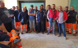 http://www.seguonews.it/gela-protestano-i-lavoratori-della-tekra-contro-il-trasferimento-di-25-operai-in-un-altro-cantiere