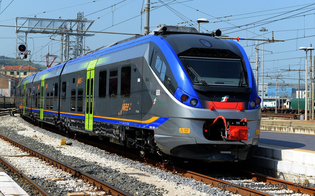 http://www.seguonews.it/trenitalia-accolte-le-proposte-del-m5s-nuovi-vagoni-piu-corse-bici-gratis-sui-treni-e-nuove-biglietterie