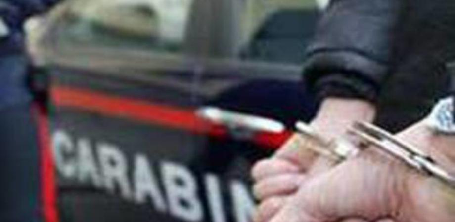 Branco umilia invalido e gli incendia la casa, 3 arresti. Misure cautelari anche per 2 minori