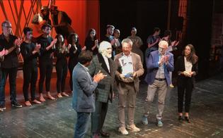 Caltanissetta. Un lungo applauso per Moni Ovadia nell'ultima da direttore artistico del teatro Margherita
