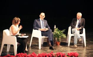 Giovani e legalità, al teatro Margherita il generale Governale e Attilio Bolzoni spiegano agli studenti cos'è la mafia. Le foto