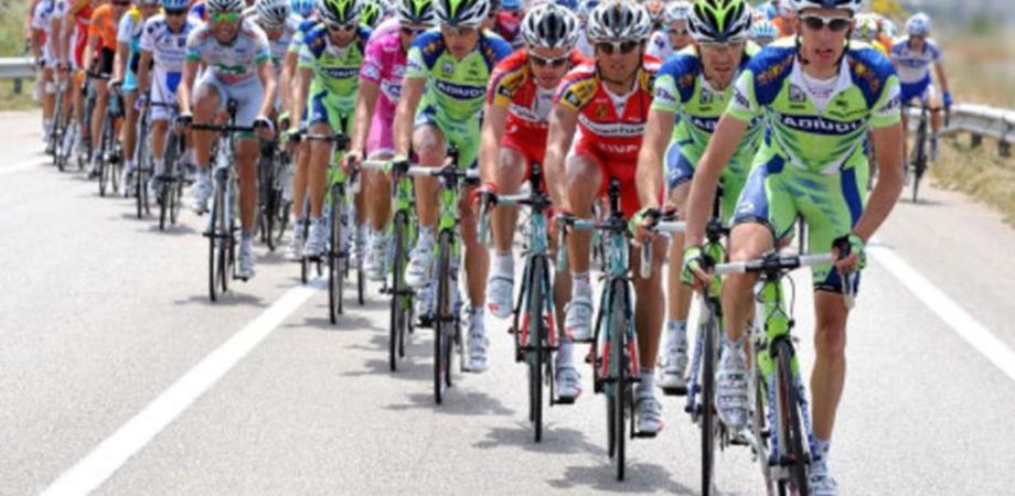 Il Giro di Sicilia attraverserà il lungomare di Gela: limiti alla circolazione e divieto di sosta