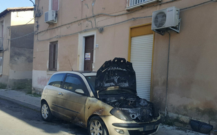 http://www.seguonews.it/caltanissetta-a-fuoco-lauto-di-una-casalinga-e-il-secondo-attentato-incendiario-ai-danni-della-donna