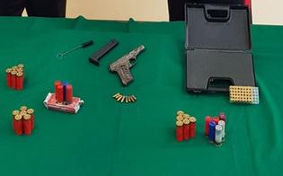 Niscemi, pistole e munizioni in un ovile: arrestato un bracciante agricolo