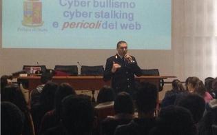 Caltanissetta, uso della rete e cannabis: il sostituto commissario Salvatore Falzone incontra i ragazzi della Rosso di San Secondo