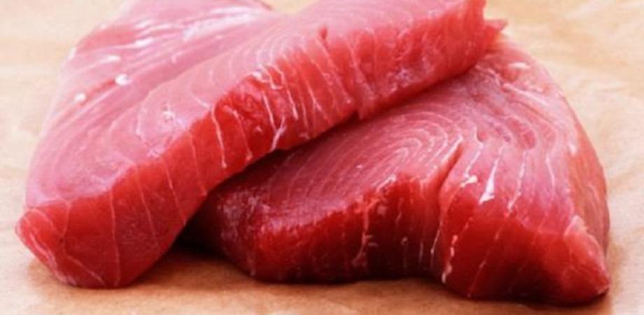 Tonno rosso privo di etichettatura, sanzione da 4 mila euro per un ambulante di Mazzarino