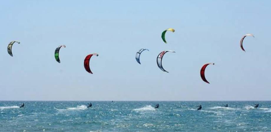 Gela, si vola sulla onde con il Festival del Kitesurf