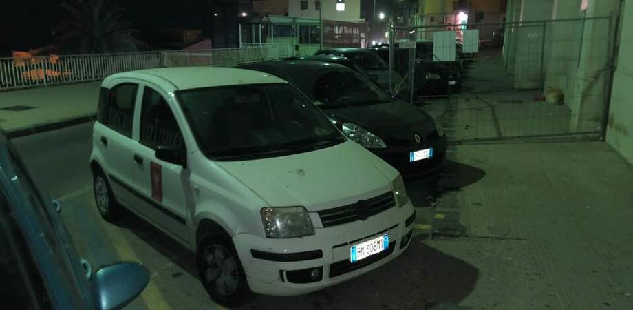 Gela, auto del Comune parcheggiata su un'area destinata ai disabili