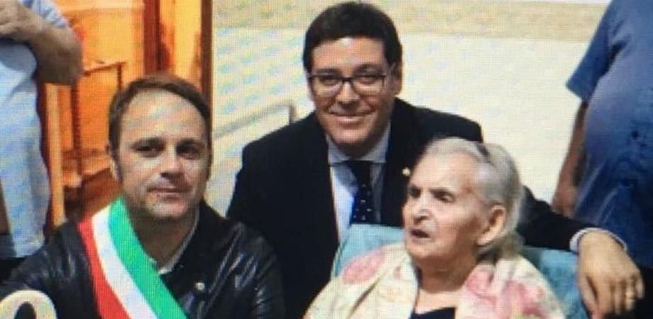 Niscemi in festa per nonna Giovanna che spegne 100 candeline