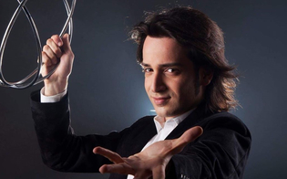 http://www.seguonews.it/lillusionista-gelese-emanuele-dangeli-torna-in-tv-con-un-nuovo-show-oltre-limpossibile-