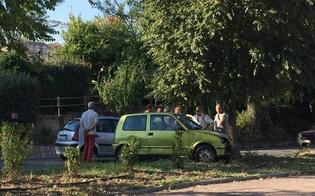 Caltanissetta, automobilista esce di strada e si schianta contro un albero
