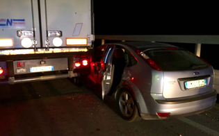 Sul raccordo A19 auto trascinata da un tir per 200 metri: intervento della Polstrada di Caltanissetta