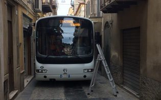 http://www.seguonews.it/bus-e-mezzi-pesanti-in-via-berengario-gaetani-protesta-di-fratelli-ditalia-il-comune-non-puo-consentire-il-transito