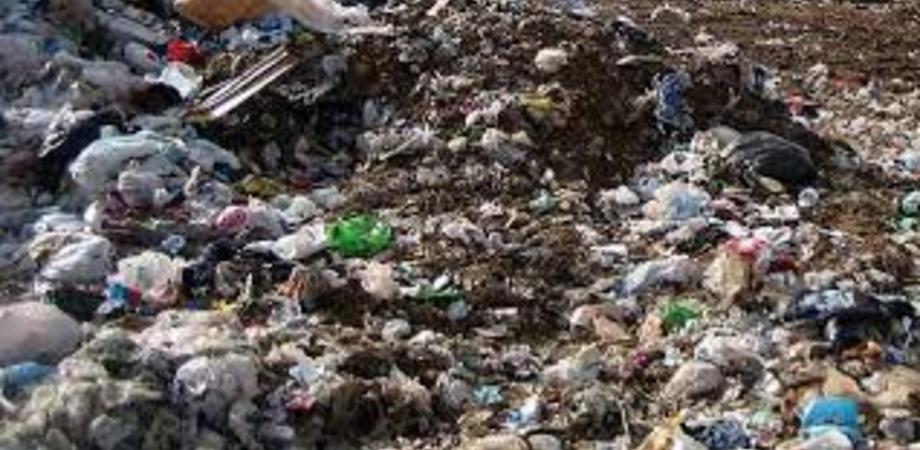 Traffico di rifiuti, maxi inchiesta della Dda: 50 indagati nell'agrigentino