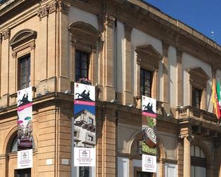 Palazzo del Carmine, la prossima settimana l'intervento sulla facciata per la copertura dei fori