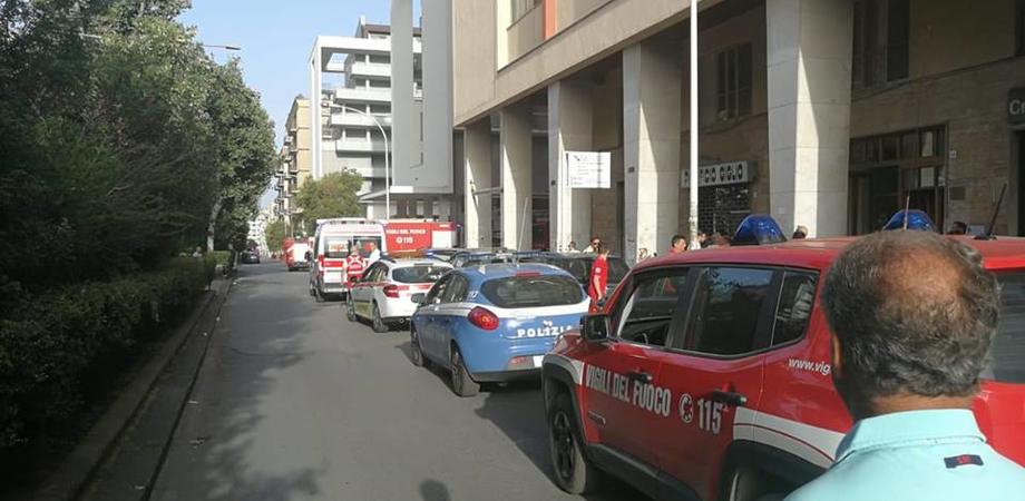 Caltanissetta, l'incendio di via Sardegna: a causarlo forse un corto circuito o il gas per riscaldare la pentola