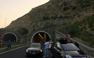 A19, si incendia mezzo pesante: panico in galleria tra Enna e Caltanissetta