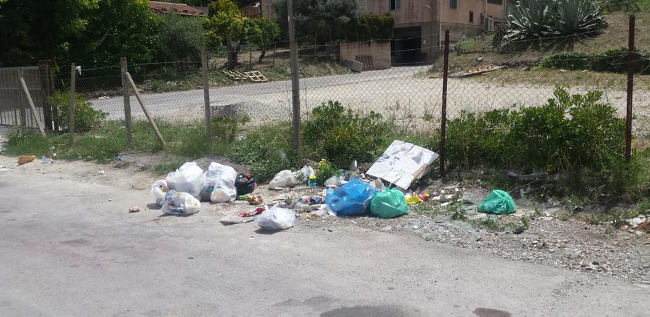 """Lettera di un cittadino sancataldese: """"Niente cassonetti e gli incivili lasciano i rifiuti per strada"""""""