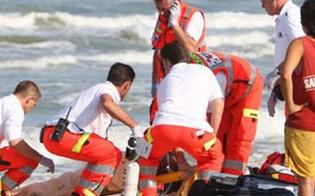 http://www.seguonews.it/isola-delle-femmine-tredicenne-trascinata-in-acqua-da-unonda-mentre-prendeva-il-sole-e-grave
