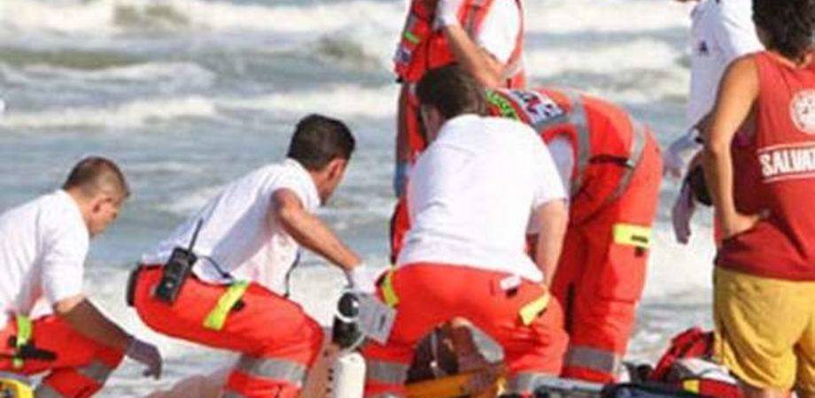 """Gela, sfiorata la tragedia: bimbo ha rischiato di annegare nei pressi del lido """"La Conchiglia"""""""