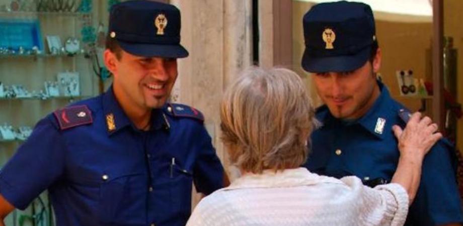 """Caltanissetta, i consigli della Polizia di Stato contro le truffe agli anziani: """"Non lasciamoli soli"""""""