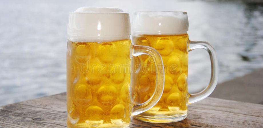 """Birra tedesca con detergenti: ritirate anche in Italia 17 birre Franken Brau. C'è un """"rischio chimico"""""""
