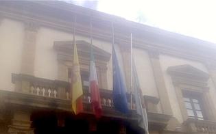 http://www.seguonews.it/bandiere-a-mezzasta-al-comune-di-caltanissetta-per-i-funerali-delle-vittime-del-crollo-del-ponte-morandi