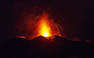 https://www.seguonews.it/nuova-spettacolare-eruzione-delletna-con-cenere-lapilli-ed-esplosioni-aeroporto-operativo
