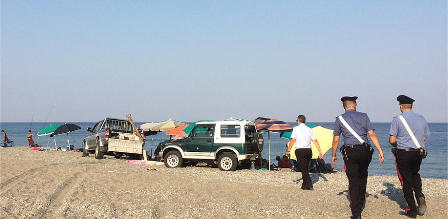 Ferragosto in spiaggia con un gruppo elettrogeno, denunciato un bagnante nisseno