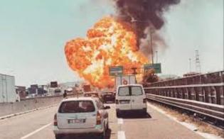 http://www.seguonews.it/inferno-di-fuoco-in-autostrada-camion-esplode-in-tangenziale-due-morti-e-55-feriti