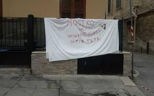 http://www.seguonews.it/muratore-ucciso-per-un-barbecue-la-moglie-mostro-hai-ucciso-mio-marito-senza-pieta