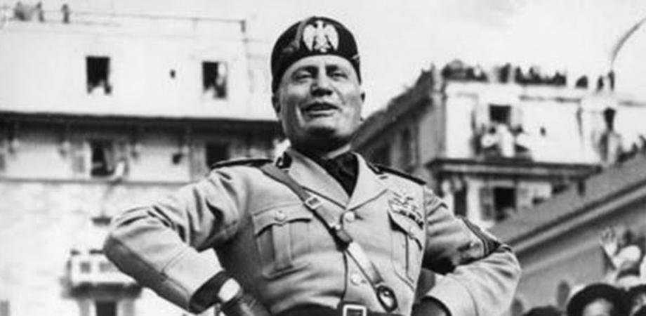 La foto di Mussolini esposta in un bar, cliente la segnala e viene rimossa