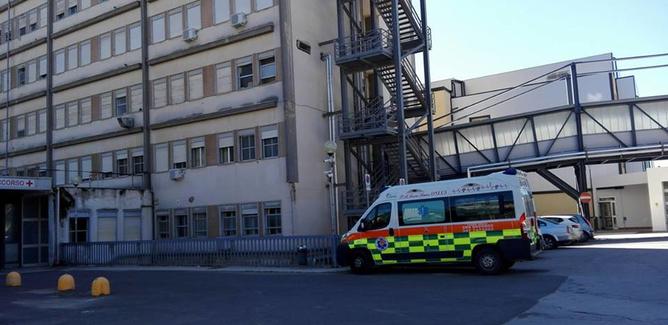 Cade sul peschereccio e batte la testa: marittimo trasportato in elicottero al Sant'Elia di Caltanissetta