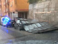 Nuova bomba d'acqua a Caltanissetta: pannello si stacca e finisce su un'auto