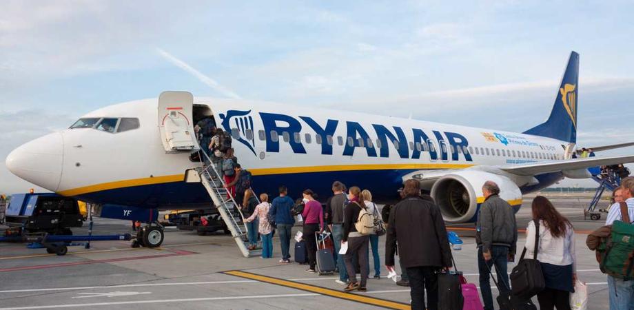 Anche i neonati in viaggio con Ryanair pagheranno il biglietto. I bambini sotto i due anni che viaggeranno con i loro genitori pagheranno 25 euro