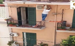 http://www.seguonews.it/in-bilico-fra-due-balconi-per-montare-un-condizionatore