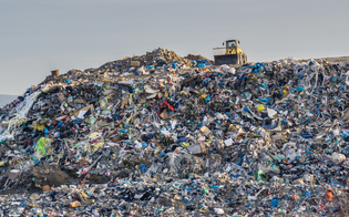 http://www.seguonews.it/gela-i-rifiuti-diventano-biocarburante-al-via-la-realizzazione-di-un-impianto-allinterno-della-raffineria