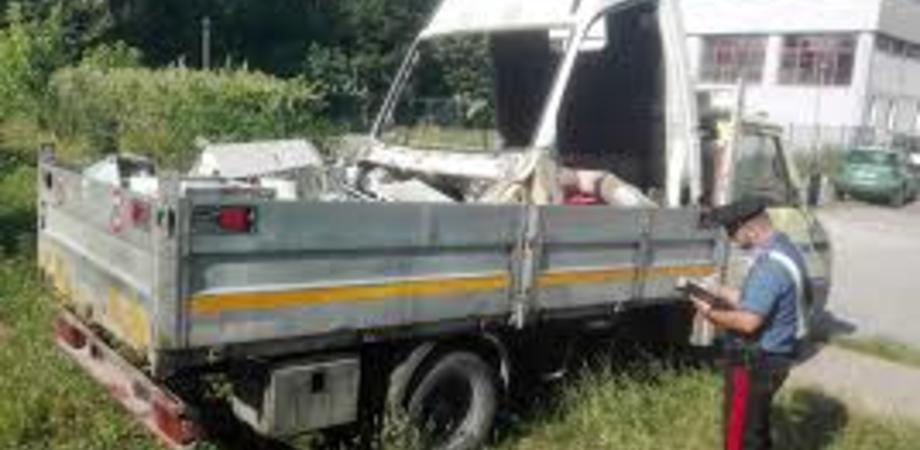 Butera, trasportavano una tonnellata di eternit: arrestate quattro persone