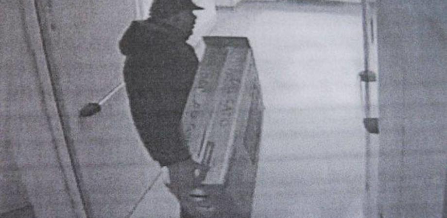 Caltanissetta, ladri in azione in un'abitazione: entrano dalla finestra e portano via due televisori