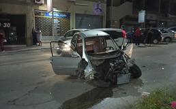 Caltanissetta, perde il controllo della minicar e finisce su due auto posteggiate: due feriti