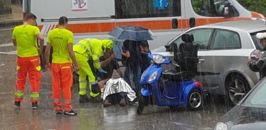 Caltanissetta, auto travolge scooter: 64enne trasportato in ospedale in codice rosso