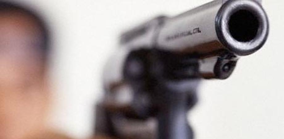 Gela, rapina in via Venezia: malviventi armati di pistola minacciano titolari di un bar