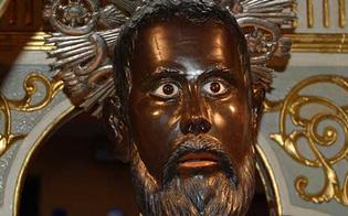 http://www.seguonews.it/fedeli-gridano-al-miracolo-il-santo-suda-il-fenomeno-ripreso-in-un-video