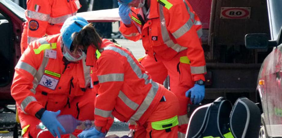 Gela, giovane di 38 anni muore dopo un tuffo in piscina