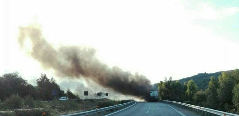 Autostrada A19, tir in fiamme a Ponte Cinque Archi: code in direzione Palermo