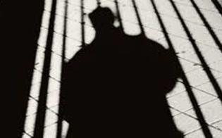 http://www.seguonews.it/mussomeli-scoppia-la-psicosi-delluomo-nero-va-in-giro-mascherato-e-compare-nel-cuore-della-notte