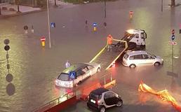 Gela, pioggia e vento: automobilisti intrappolati lungo la via Venezia